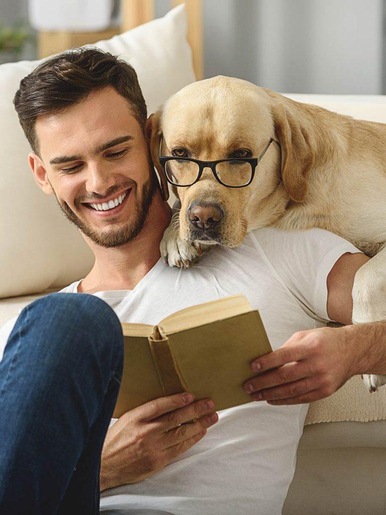 Single Mann mit Hund
