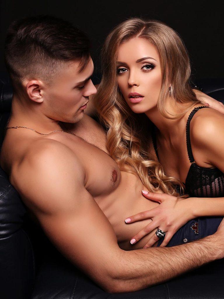 Sexy Pärchen beim Liebesspiel