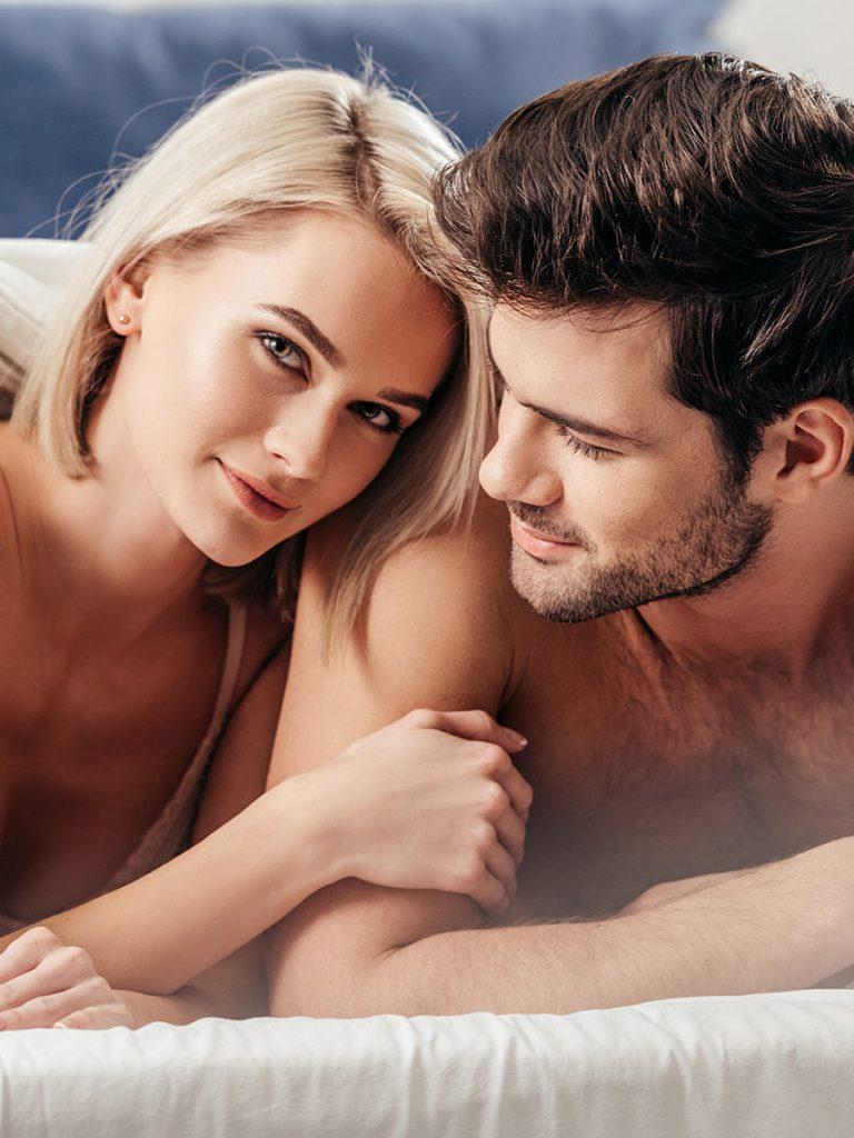Paar möchte frischen Wind ins Schlafzimmer bringen