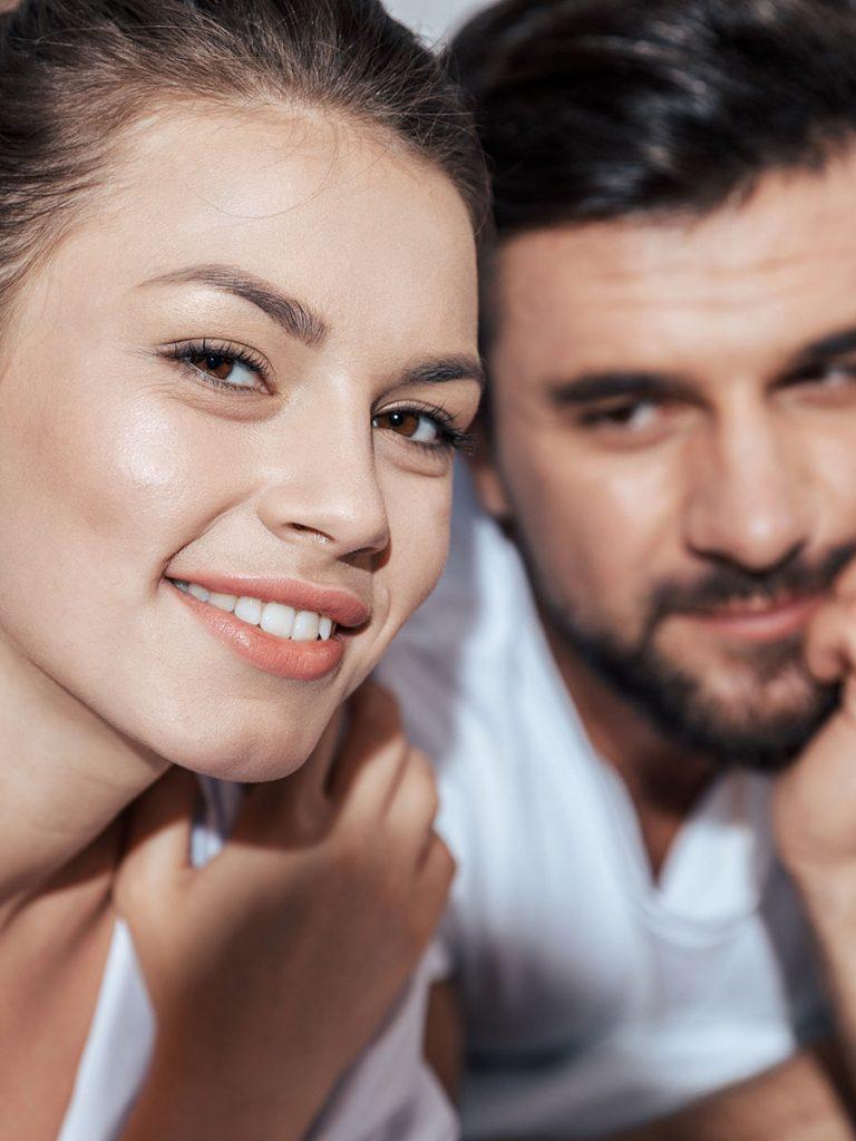 Attraktive Frau hat die besseren Chancen auf ein unverbindliches Liebesspiel